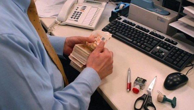 Bancari: Firmato il contratto nazionale
